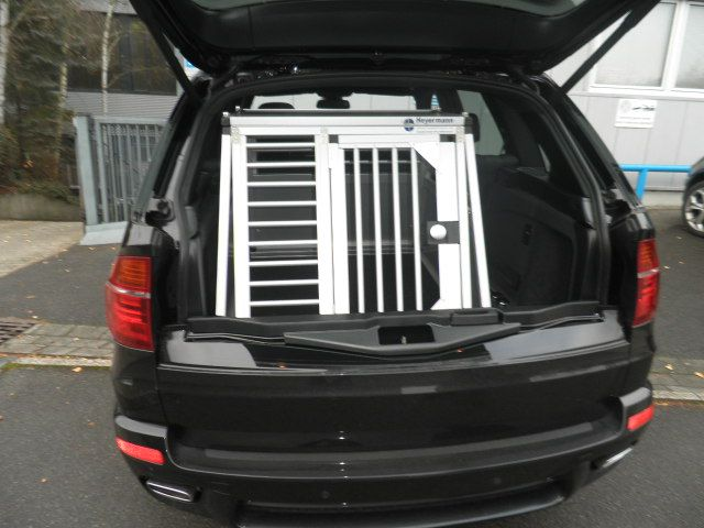 hundebox einzelbox f r bmw x5 e70 sonderbau 29 599 00. Black Bedroom Furniture Sets. Home Design Ideas