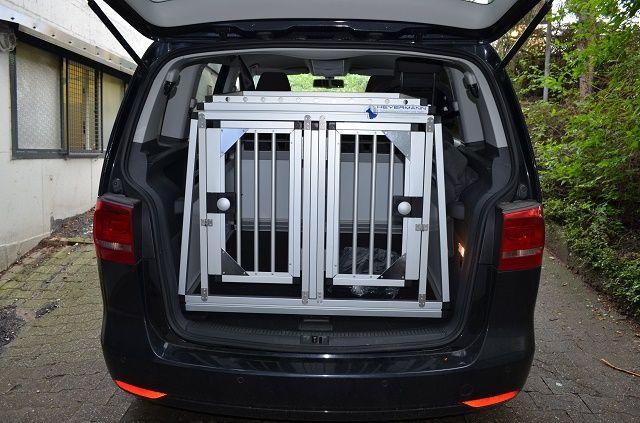 individuelle hundetransportbox doppelbox f r vw touran 7 sitzer. Black Bedroom Furniture Sets. Home Design Ideas