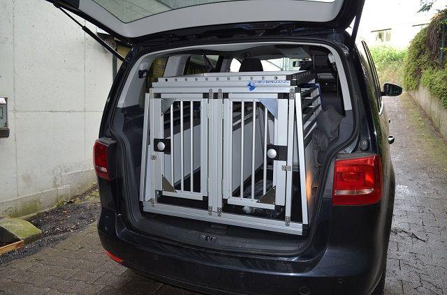 individuelle hundetransportbox doppelbox f r vw touran 7. Black Bedroom Furniture Sets. Home Design Ideas
