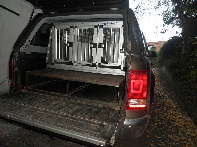 individuelle hundetransportbox dreifachbox f r vw amarok. Black Bedroom Furniture Sets. Home Design Ideas