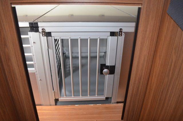 individuelle hundetransportbox garagenausbau f r. Black Bedroom Furniture Sets. Home Design Ideas
